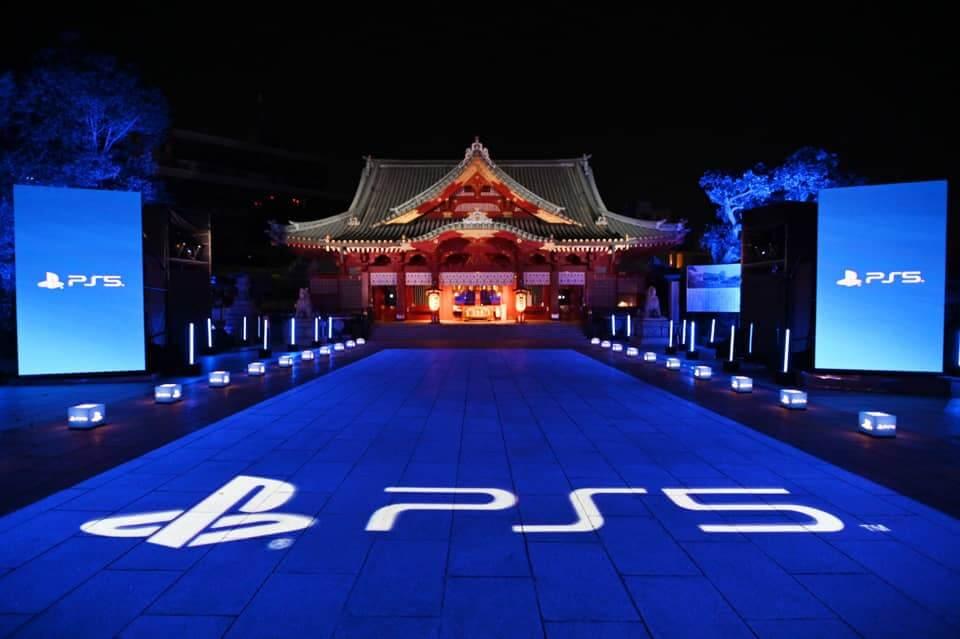 Kanda-myōjin (神田明神) décoré aux couleurs de la PlayStation 5